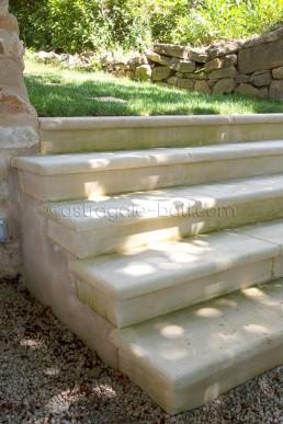Astragale Création d'escalier en pierre - Taille et pose de pierre