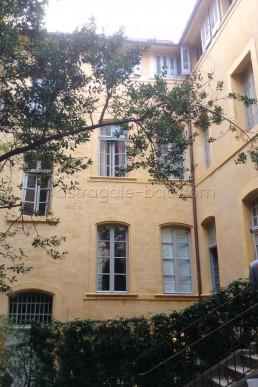 Astragale Villeneuve d'Ansouis (Aix en Provence) - Cour intérieure