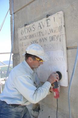 Astragale Croix de Provence (Sainte Victoire) - Polissage des plaques gravées
