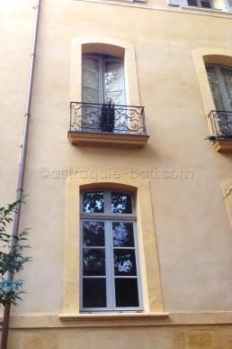 Astragale Villeneuve d'Ansouis (Aix en Provence) - Cour intérieure détail